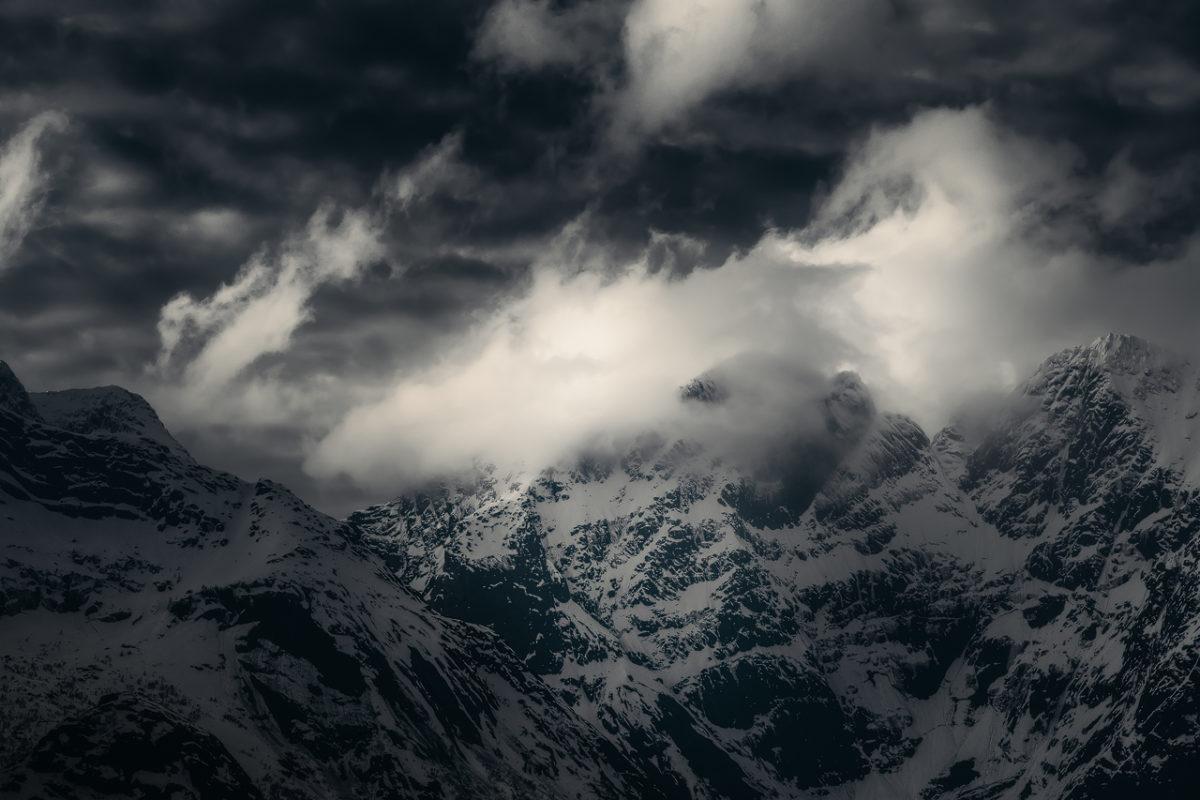 Lofoten-Mountains-Mono-1